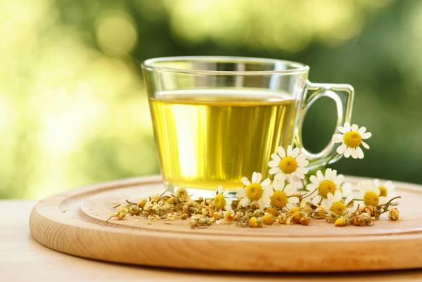 Цветочный чай отлично утоляет жажду
