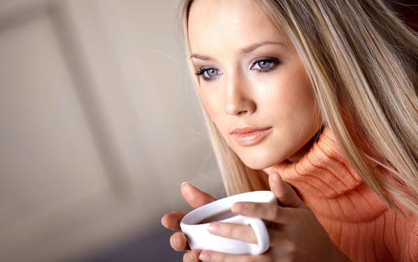 Память женщины укрепляет чай и занятия спортом