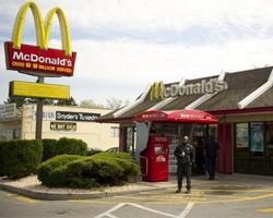 Сотруднику McDonald's грозит 20 лет тюрьмы за плевки в чай клиентов
