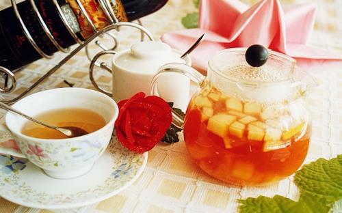 Ароматный чай с фруктами