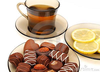 Чашка чая с плиткой шоколада спасут от рака