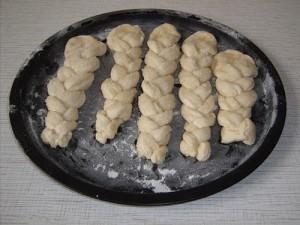 Косички с орехами к чаю
