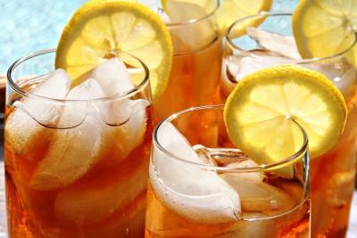 Холодный чай наносит вред почкам