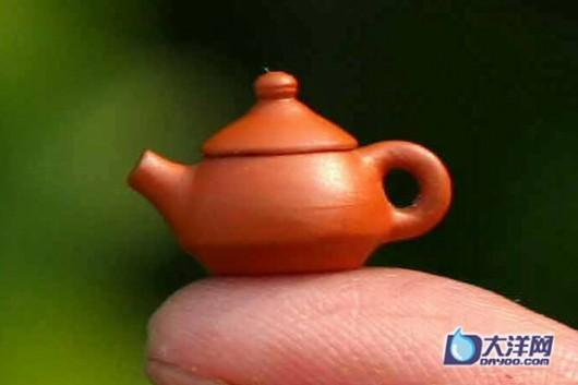 2 рекорда: самый большой и маленький чайник