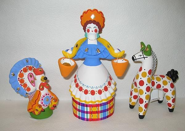 В бородинском детском доме малышей научили заваривать чай в самоваре и делать дымковские игрушки