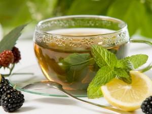 Мятный чай поможет вылечить гирсутизм у женщин