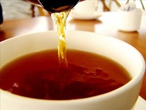 Черный чай может с успехом заменить ополаскиватель для рта