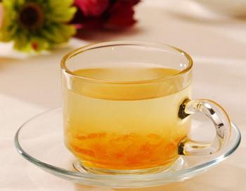 Чай с мёдом снимает напряжение с глаз после работы за компьютером