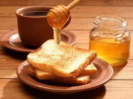 Проблем со здоровьем у работающих за компьютером можно избежать с помощью чая с медом