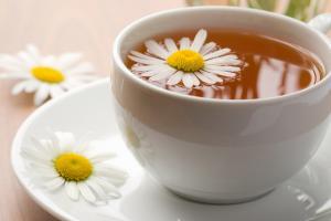 Чай из ромашки и гвоздики избавит от тяжести в желудке