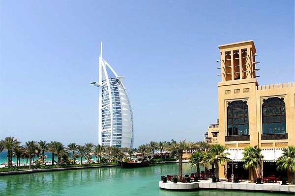В Эмиратах подают чай с чистым золотом