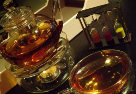 В дубайском кафе теперь подают чай с настоящим 22-каратным золотом