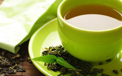 Ученые назвали вредным сочетание зеленого чая с препаратами от давления