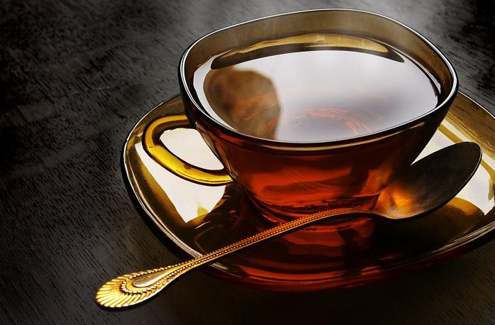 Крепкий и горячий чай может быть опасен