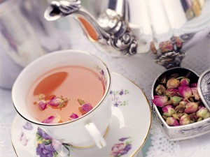 Диетологи посоветовали, какие травы полезно добавлять в чай