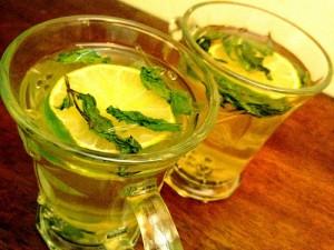 Чай с лимоном полезен для желудка