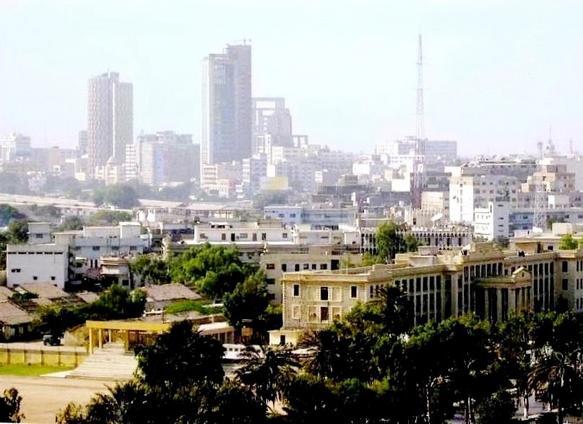 В Карачи в понедельник изъяли огромное количество контрабандного черного чая