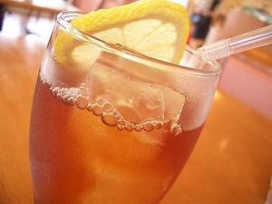 Ученые рассказали о вреде холодного чая