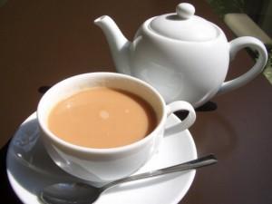 Чай с молоком, польза и вред чая
