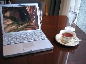 Причины по которым лучше не пить чай перед компьютером