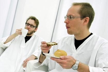 Медики Британии не смогут попить чай на работе
