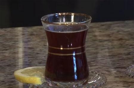 С помощью черного чая можно защититься от язвы желудка