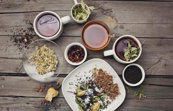 Травяной чай сможет устранить симптомы ПМС