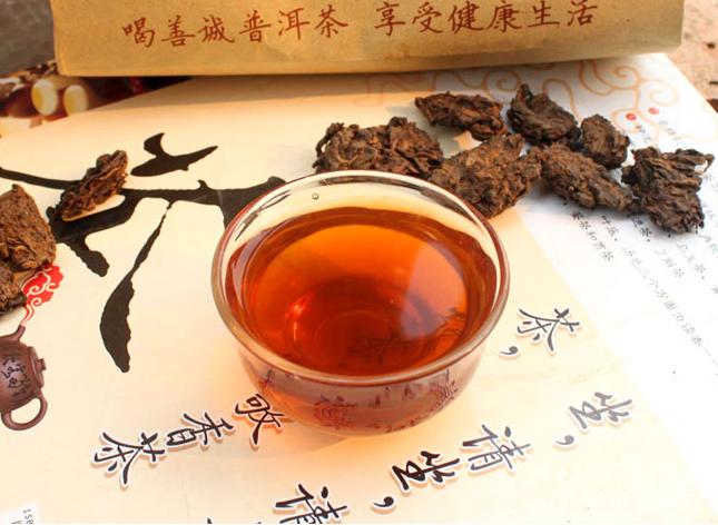 Не свежезаваренный чай может навредить организму