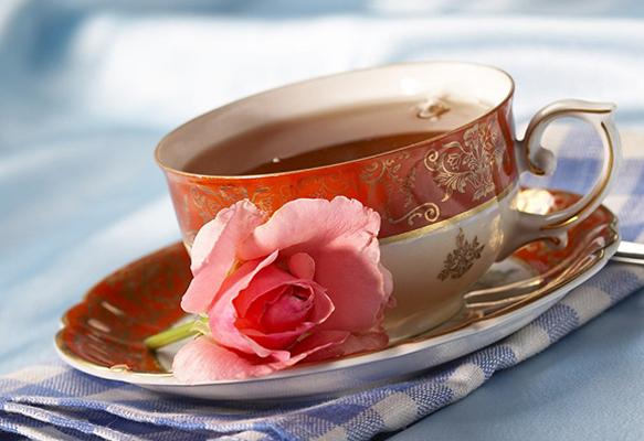 Слишком крепкий чай противопоказан людям с высоким давлением