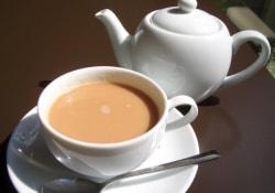 Чай с молоком отбелит зубы