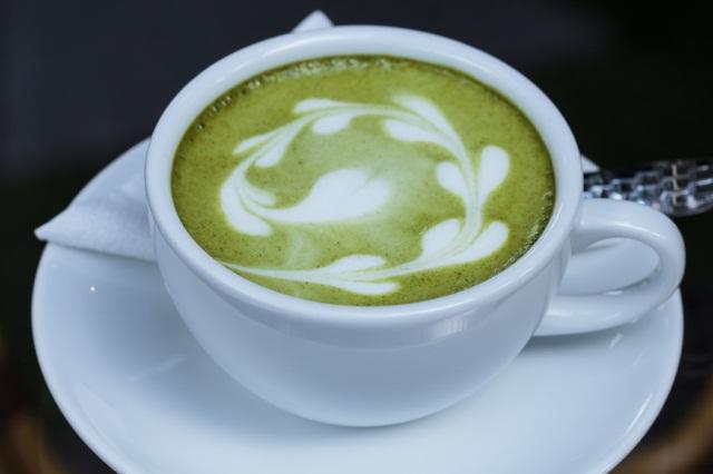 Зеленый чай с молоком поможет защититься от рака кишечника