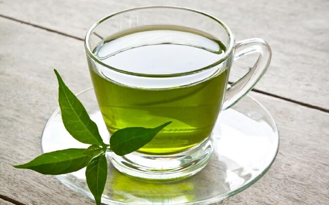Зеленые чаи лучше пить с сахаром