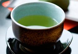Зеленый чай лучше пить в меру