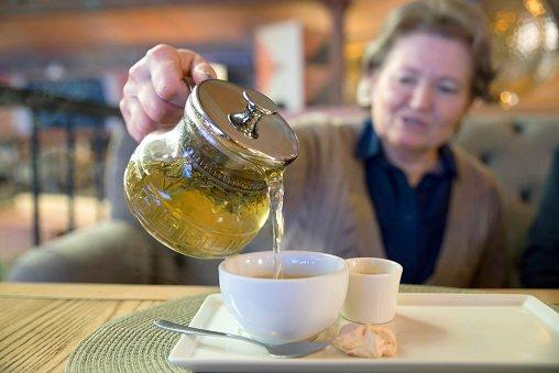 Пьем чай для профилактики переломов