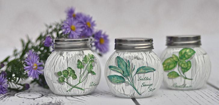 Несколько идей декупажа – ваза-кувшин «Яблоки» и кухонная вешалка «Трапеза»