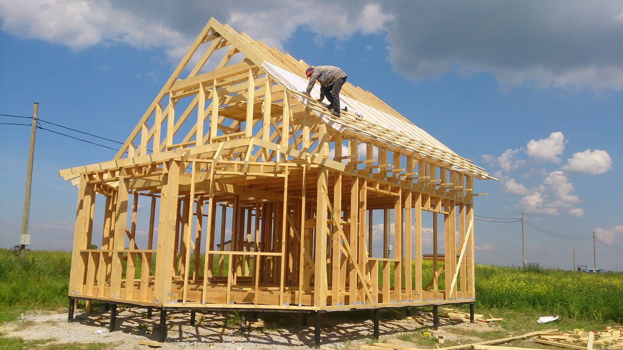Каркасные дома строят круглый год