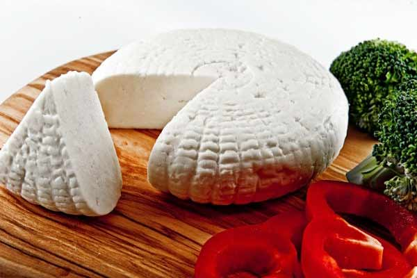 Сыр адыгейский: полезные свойства и противопоказания