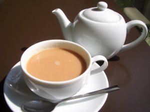 О пользе и вреде чая с молоком