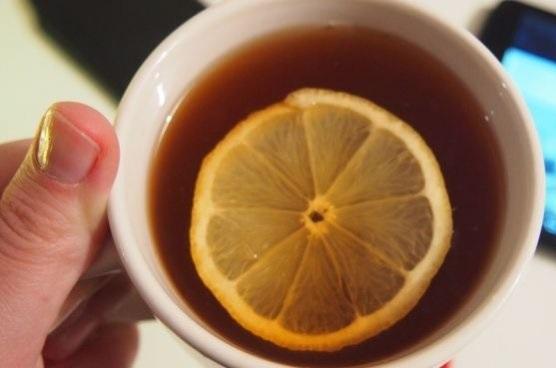 Ученые: не пейте при простуде чай с лимоном!