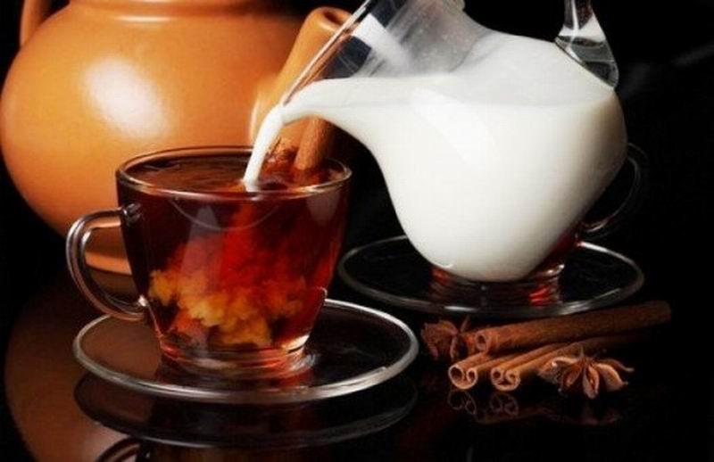 Добавление молока снижает полезность чая