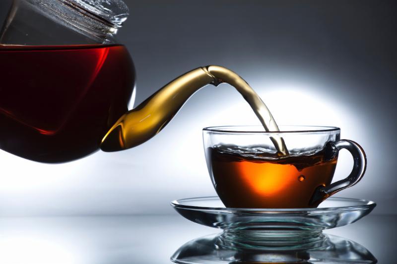 Молоко снижает полезные свойства черного чая