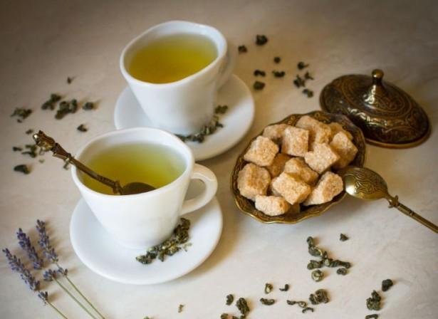Зеленый чай полезнее употреблять с сахаром