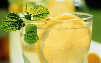 Утренний чай с лимоном вреден для зубов