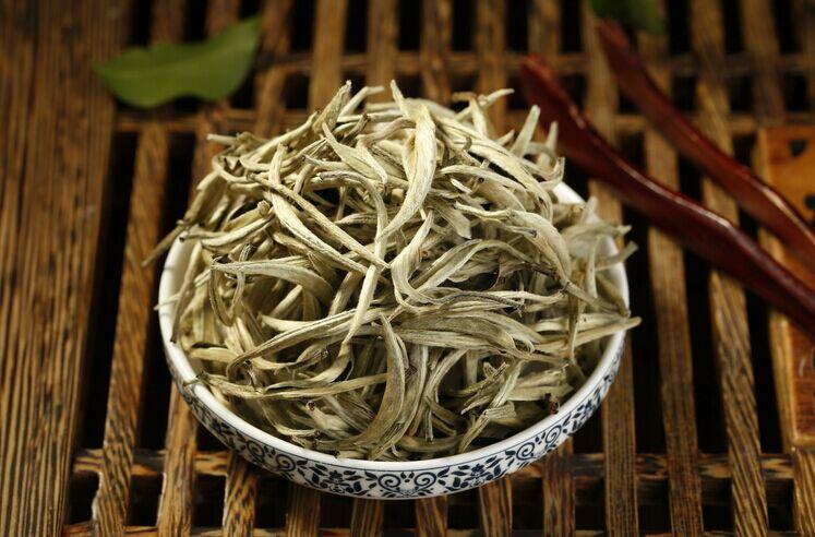 За что можно полюбить чай «Серебряные Иглы с белыми волосками»