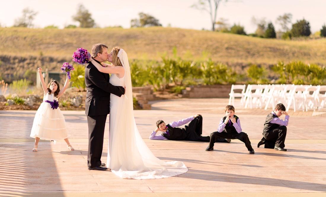 Как не дать заскучать на свадебном банкете детям