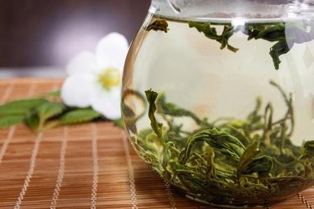 Чай Дунтин билочунь — Изумрудные Спирали Весны