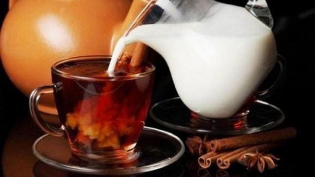 Чай с молоком негативно влияет на здоровье почек