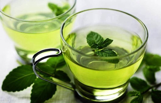 Свойства травяного чая с мятой: польза и вред