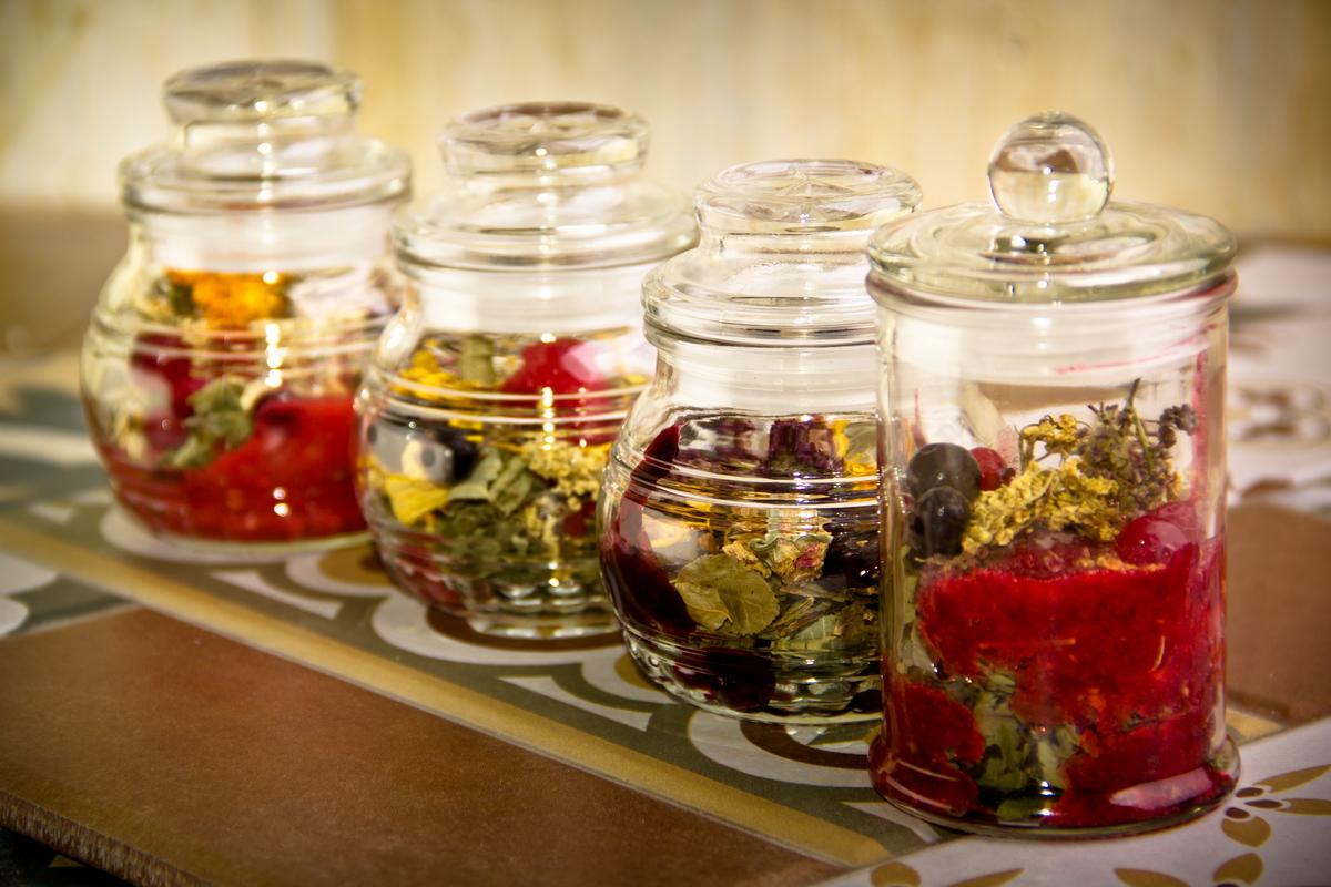 6 полезных травяных чаев