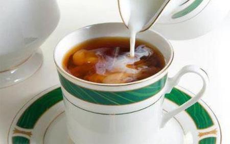 Чай с молоком — враг борьбы с лишним весом?